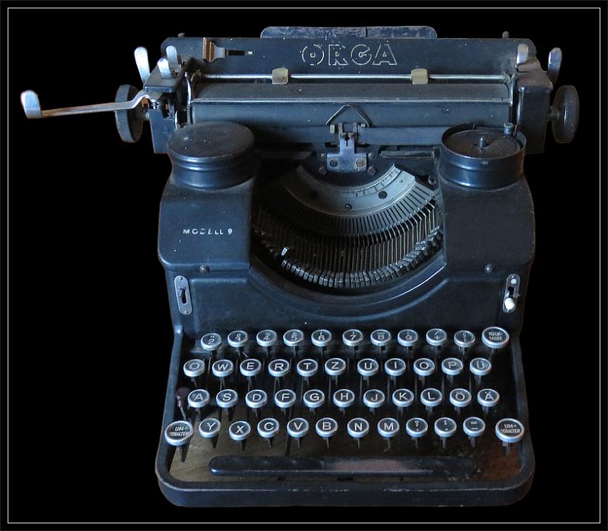 Typewriter-2403687_863