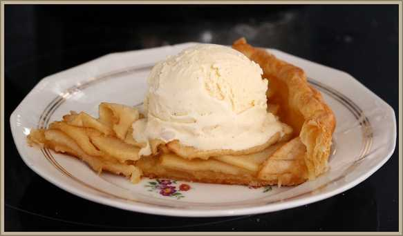 Apple-pie-with-ice-cream