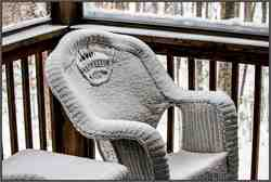 Wicker-Chair-in-snow